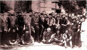 4 Ο Γκόνος Γιώτας, ο Ματόπουλος και ηγέτες των Νεότουρκων από αναμνηστική φωτογραφία στον Γιδά τις ημέρες της ανακωχής